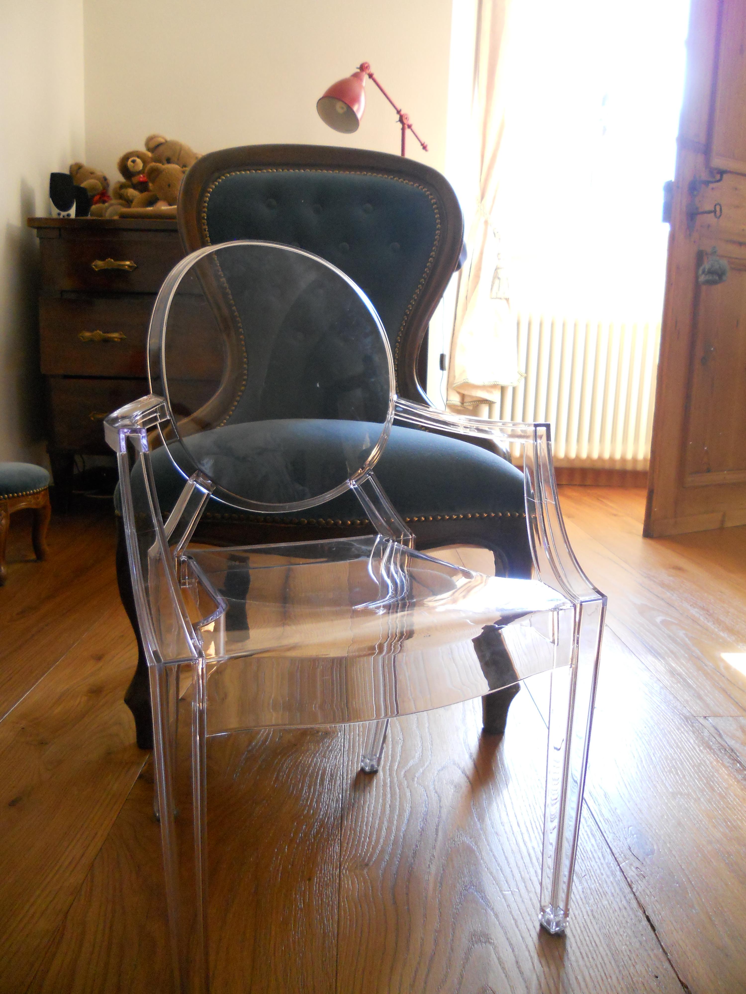 La sedia louis ghost di kartell tempi modi - Sedia kartell ghost ...