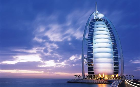 Burj-Al-Arab-Hotel-Dubai-Emirati-Arabi-Uniti
